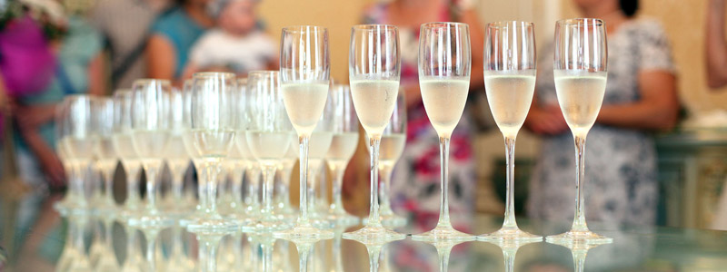 Tips on Creating a Signature Wedding Drink