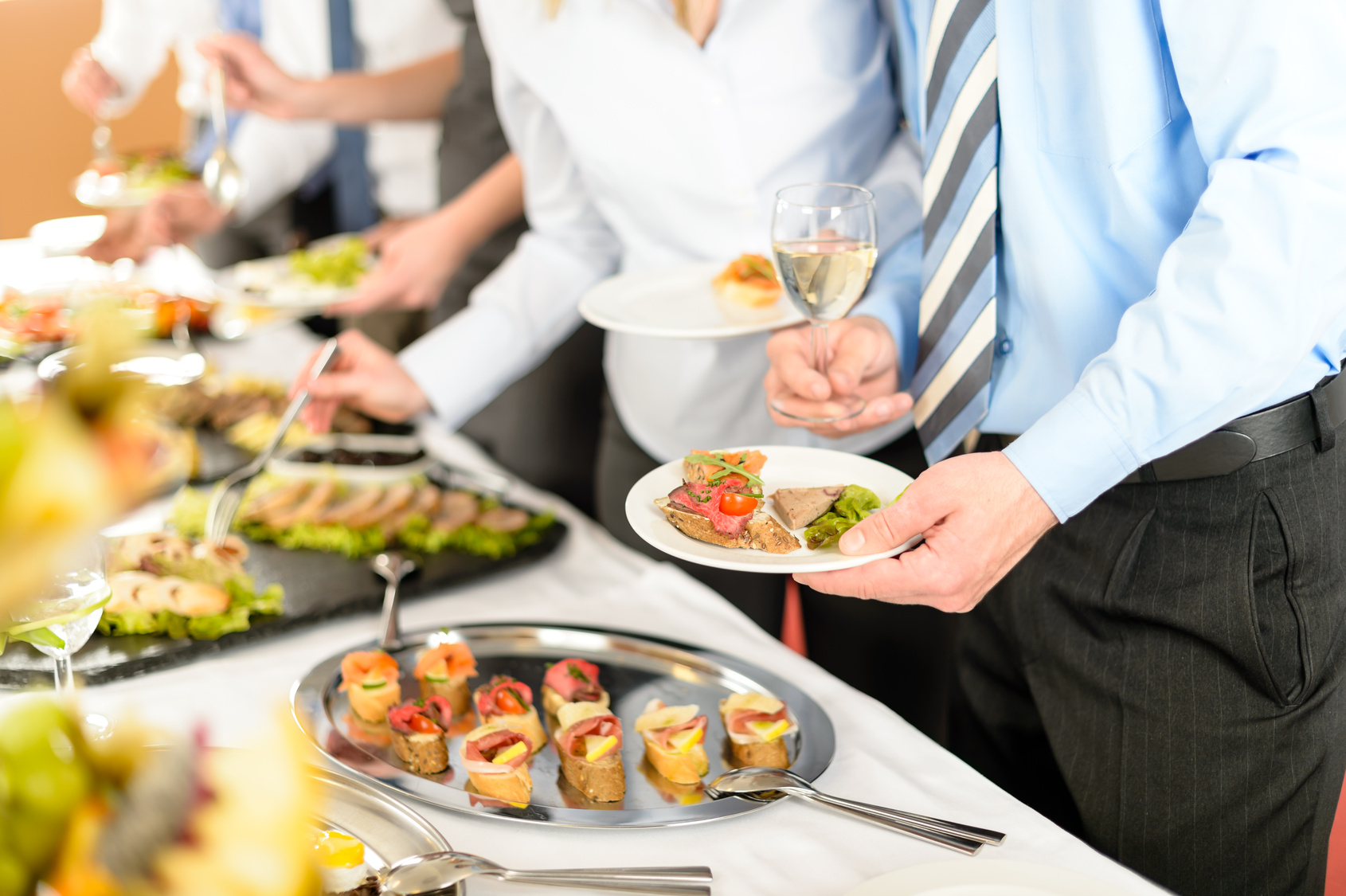 6 Benefits of Corporate Catering in MA or NH